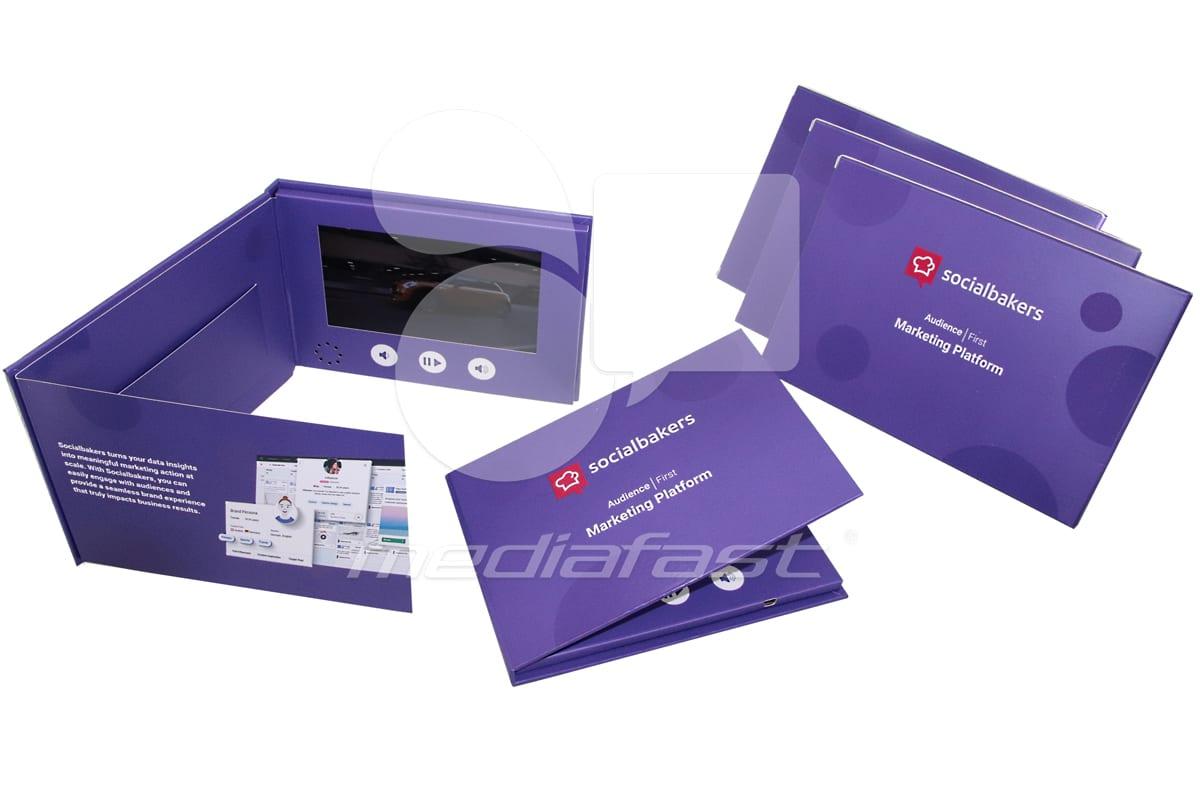 "Social Baker - Trifold Brochure 5 x 7 - Screen: 5"""